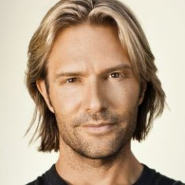 Eric Whitacre Headshot