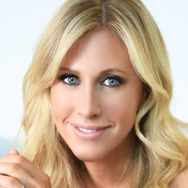 Emily Giffin Headshot