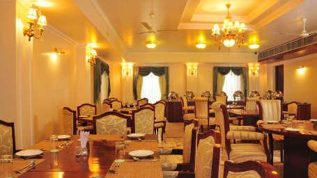 Restaurant & Bar at Le Roi Corbett Resort and Hotel in Jim Corbett National Park